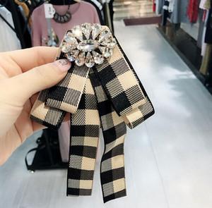 Preppy Styles Krawatte Stile Broschen Streifen Grid Bowknot Corsage Kristall Blume Brosche Pins Frauen Shirt Zubehör Schmuck
