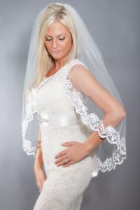 2019 En Yeni 1M 1T Beyaz / Tarak Dantel Aplike Kenar parmak ucu uzunluğu Düğün Gelin Veil Ücretsiz Kargo CPA814 ile Fildişi Gelin Veils