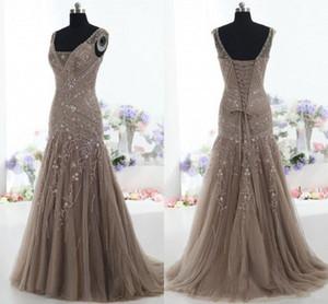 2019 Elegante Cinza Sereia Mãe da Noiva Vestidos V-Pescoço De Cristal De Cristal Beading Long Mãe Vestidos De Noite Plus Size personalizado