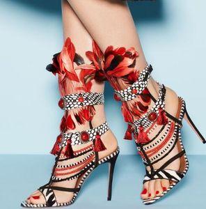 Moda mulher estilo Indiano colorido pérolas de penas oco sexy nightclub passarela de couro senhoras sandálias de penas vermelhas pérola sandália