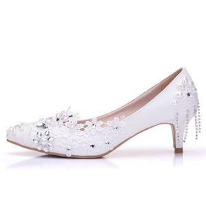 New Fashionl White Crystal spitz Schuhe für Frauen 5cm Heels Lace Blumen Hochzeit Schuhe dicke Fersen Elegant Plus Size