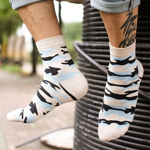 16 calzini del cotone degli uomini di modo di inverno di modo di progettazione di autunno calzini creativi maschii delle bande dei calzini dei modelli geometrici 5pairs / Lot all'ingrosso