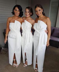 2018 Boho White Bridesmaid Dresses For Weddings Pieghe senza spalline Peplo anteriore spaccato Fodera Bohemian Beach Maid of Honor Wedding Guest Gowns