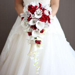 Cascada de boda rojo de las flores calas blancas Ramos de novia perlas artificiales cristalina de la boda ramo ramos de mariage Rose