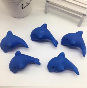 Agua - medición de agua - flotante delfines - de color y de emisión de luz del delfín del bebé presenta juguetes para el baño y el agua de los niños
