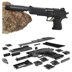 Bloques de construcción de bricolaje Juguete pistola Desert Eagle Ensamblaje Juguete Cerebro Modelo de juego Puede disparar balas (frijol mungo) con libro de instrucciones Venta caliente