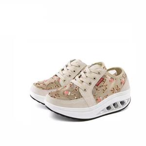 Новая осенняя обувь для шитья PU Lacing Женщины Тонизирующая обувь Высота Дышащий Клинья Swing Кроссовки