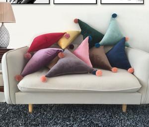 Almofada de veludo Triângulo Retângulo Lindo Flush Bola Pompon Almofada Travesseiro Sofá Cadeira Do Carro Para Casa Almofadas Decorativas