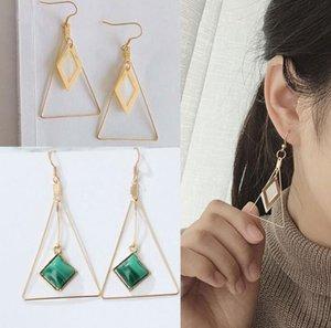 Triangolo di pietra White Shell ciondola gli orecchini S80 monili caldi di modo dell'Europa delle donne