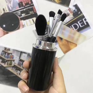 DropShip 2018 M marque 4pcs pinceaux de maquillage ensemble maquillage Look In A Box base Brush Set pinceau de maquillage avec grand support de forme de rouge à lèvres forme de balle