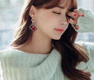 Ücretsiz kargo Geometrik elmas kiraz inci büyük kulak tırnak kadın Japonya ve Kore moda joker küpe moda klasik yeni küpe