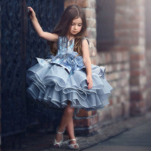 Nueva llegada vestido de bola con cuentas gris Vestidos de niña de las flores para la boda Con gradas Niño Vestidos del desfile Organza Aplique Hasta la rodilla Niños vestido de fiesta