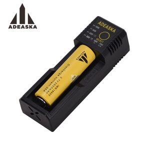 Original ADEASKA N1 Plus Cargador Puerto USB Cargador inteligente Li-Ion Cargador de batería Salida USB y cigarrillos electrónicos 20pcs