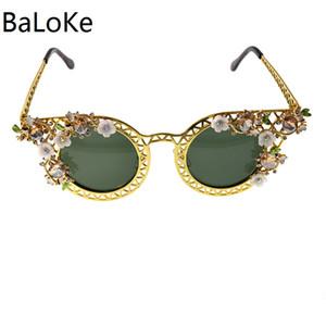 2018 New Cat Eye Sunglasses Women Brand Design Crystal Vintage Flower Decoration European Sun Glasses Oculos De Sol Feminino