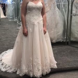 Corpiño sin tirantes y cascada en la falda de tul flotante más tamaño vestido de boda con cuentas encaje apliques capilla tren bridal vestido