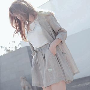 Tuta estiva in cotone di moda femminile 2 pezzi set tuta per donna blazer allentato fiocco vita elastica pantalone corto abiti all'ingrosso di qualità