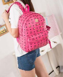 2020 Hot Vender Alemanha design Clássico Munique M Novo Rebites mochila mochila bolsa ocasional bolsa de Ombro Estudante Menino menina mochila saco