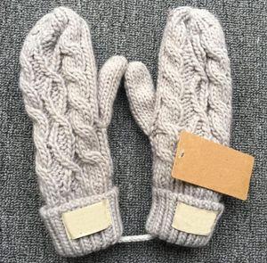 2018 Nova Chegada de Inverno Mulheres De Malha Luvas Trança Trança de Crochê Da Marca Mittens 5 Cores Unisex Design Com Corda Pendurada