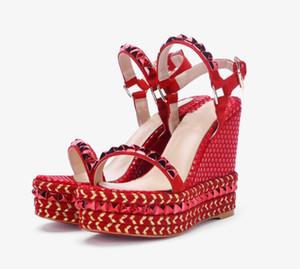 Sandalias de remache de las mujeres de Cuero Genuino de la marca original de la manera original Ladies Sexy hueco Banquete de tacón alto sandalias de playa de fondo grueso