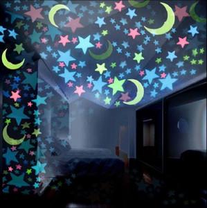 Resplandor en la pared oscura pegatinas 3d estrellas luna pegatinas luminosas diy dormitorio pared niños decoración de la habitación 100 unids / set oOA5287