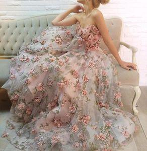 2019 Nuevo vestido de fiesta Vestidos de noche con escote corazón sin mangas hasta el suelo Flores hechas a mano con estampado de patrón de vid Vestido de fiesta de organza