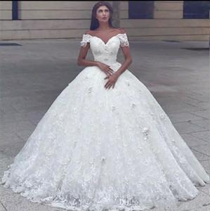 2018 Árabe Querida vestido de Baile Vestidos de Casamento Fora Do Ombro Flores 3D Frisada Pérola Rendas Princesa Até O Chão Inchado Plus Size vestido de Noiva