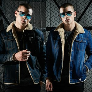 2018 Mens Design Jackets Rivets Jean Coat 펑크 록 오토바이 자켓 재고 남성 가을 겨울 의류