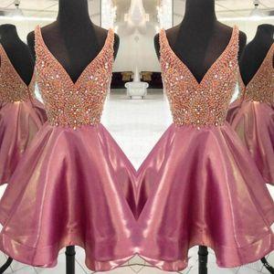 Wunderschöne Perlen Short Prom Dresses Sexy V-Ausschnitt Sleeveless Abendkleider Open Back Homecoming Party Kleid Cocktail Formelle Kleidung