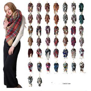 Pañuelos de colores Wraps 179 2018 Winter triángulo bufanda de tartán de la bufanda de la cachemira de las mujeres de la tela escocesa de la bufanda del nuevo diseñador Manta acrílico básico Chales de las mujeres