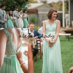 Mint Green Country Lange Brautjungfer Kleider mit Sash 2018 Spitze Chiffon V-Ausschnitt Voller Länge Fairy Bohemian Garden Junior Brautjungfer Kleider