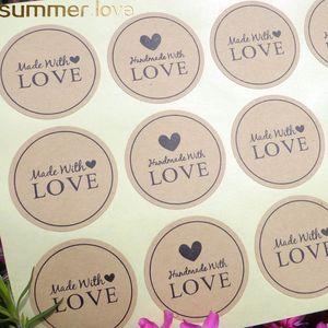 12 unids hecho a mano con el amor del corazón Scrapbooking etiquetas de papel sello etiqueta engomada del regalo de DIY etiqueta Dia.3.8cm