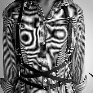 Fashion Sexy Leather Faux Leather Harness Punk Gothic Body Bondage Cage Shoulder Wraped Waist Strap Suclpting Women Men Belt