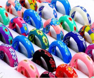 lotto all'ingrosso 300Pcs Mix di anelli da regalo in resina polimerica sottile di colore brillante