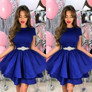 Royal Blue Tiered Homecoming Prom Dress con Perline Sexy A-Line Jewel Neck Maniche corte Mini Party Gown Cocktail Dress Satin Short 2018