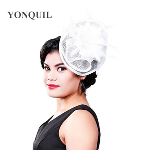 Mesdames courses fantaisie chapeaux de mariage blanc et fascinateurs accessoires de cheveux de plume femmes fête tocados sombreros bodas chapeaux sinamay MD16003