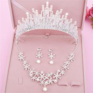 Tres piezas Pendientes baratos Escotes Coronas Cristales Tiaras de boda Coronas de novia con cuentas Diamantes de imitación HeadPieces Peine Accesorios para el cabello