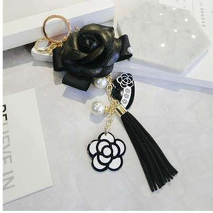 Ünlü Anahtarlık Siyah Beyaz Deri Camellia Çiçek Anahtarlık Kadınlar Moda Çiçek Anahtarlıklar llaveros Çanta Charms Flore