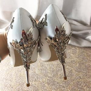 جديد 2018 مدبب تو مذهلة أحذية الزفاف امرأة تخريمية يترك المعادن كعب النساء عدن مضخات فستان الزفاف الحرير عالية الكعب