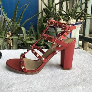 remaches sandalias nuevas 2018 nuevas mujeres europeas con 9,5 cm sandalias de remaches de la manera tamaños de 6 colores 35-41