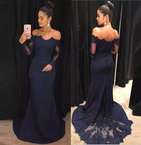 Bleu marine 2019 robes de soirée sirène dentelle manches longues robes de bal hors de l'épaule balayage train robe de demoiselle d'honneur