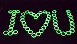 SF 100 шт. / пакет дешевые пластиковые световой кольцо Хэллоуин танец маскарад аксессуары женщины группа кольца пластиковые зеленый флуоресцентные кольца