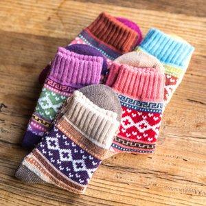 Sıcak Kış Yün Komik Çorap Kadınlar Sıcak Çorap Tutmak Kadın Çorap Kalınlaşma Kalın Iplik Çorap 5 çift / grup Sıcak SATıŞ