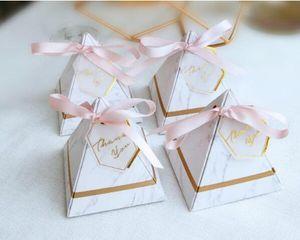 무료 배송 50pcs 많은 삼각형 디자인 결혼 파티 선물 사탕 상자 초콜릿 상자 호의 보유자 도매