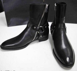Herrenmode Knöchel Flache Stiefel Schwarz Wyatt Harness Boots Neuesten Stile Mandelkappe Harness-Stil Knöchelriemen Reißverschluss Tonal gestapeltes Leder