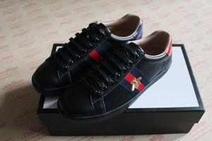 Nuevos diseñadores de lujo de hombres mujeres zapatilla de deporte de alta calidad genuina de cuero rojo negro con zapatos de marca de moda casual de abeja para la venta tamaño 38-46 del hombre