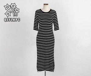 İlkbahar ve yaz. Siyah ve beyaz çizgili Kazak. Uzun elbise. Bayanlar moda rahat plaj elbisesi. Bayan giyimi. Elbiseler. Havalandırma.