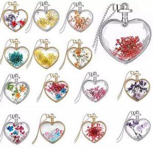 Natürliche reale bunte dekorative getrocknete Blumen-Halsketten-Anhänger-trockene Blumen-Pflanzen-Schmucksache-Herz-Metallglas-Halsketten-trockene Blumen-Halsketten