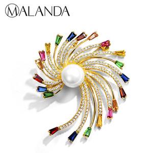 MALANDA Marka Yuvarlak Inci Renkli Zirkon Broş Çiçek Şekli Altın Renk Kadınlar Için Yeni Moda Düğün Takı Hediye Broşlar
