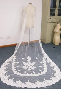 2018 New Arrival Custom Made Ivory or White Color One Layer Regal Length Lace Trimmed Long Bridal Veils Wedding Veils