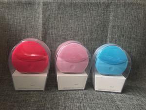 2019 mini nettoyant mini électrique de beauté ultrasonique instrument silicone nettoyant imperméable pores nettoyer trois couleurs livraison gratuite